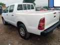 toyota-hilux-2013-small-3