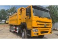 camion-benne-howo-small-0