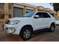 2011-toyota-fortuner-30d-4d-small-2