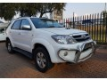 2011-toyota-fortuner-30d-4d-small-0