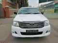 2010-toyota-hilux-single-cab-24-diesel-small-1
